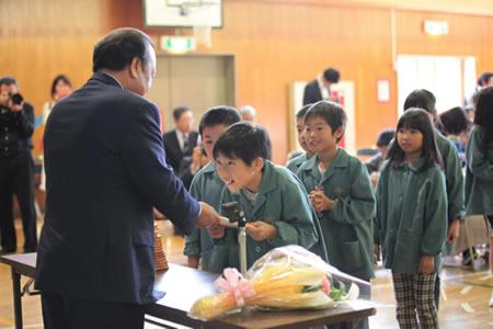 La distribuzione del libro ha concluso un evento meraviglioso. Grazie alla presenza dei media, ne hanno avuto notizia 650.000 persone in Giappone.