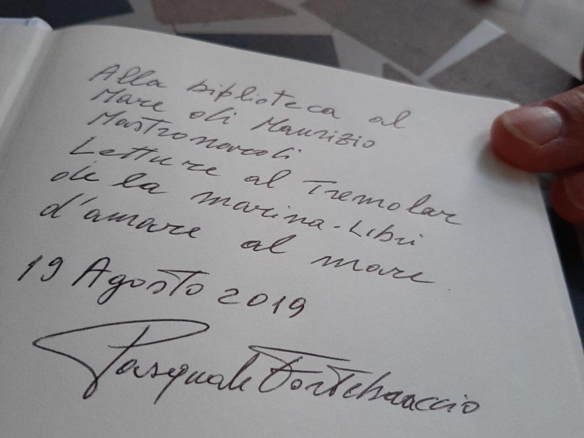"""Kifubon dona """"Quando il deserto fiorisce"""" al divulgatore culturale Maurizio Mastronardi"""