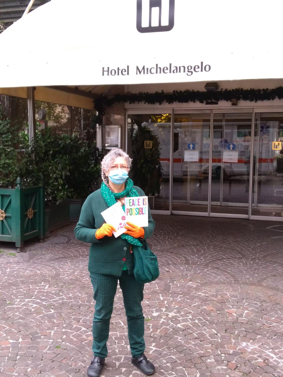 Donazione alla persone in quarantena al'Hotel Michelangelo a Milano